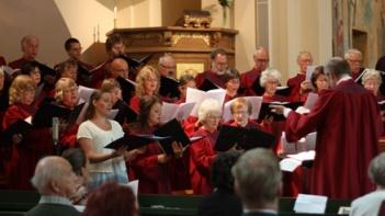 Trefaldighetskören sjunger vid kyrkans 100-årsjubileum. Foto: Anna-Karin Fryxelius