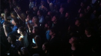 Publik på Gain Elevens spelning på Emergenza festival på Sticky Fingers i Göteborg. Foto: David Fryxelius.