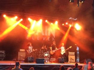 Fullt ös med Gain Eleven på Arvika Stadsfest 2014. Foto: David Fryxelius.