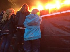 Ung publik vid Gain Elevens spelning på Arvika Stadsfest 2014. Foto: David Fryxelius.