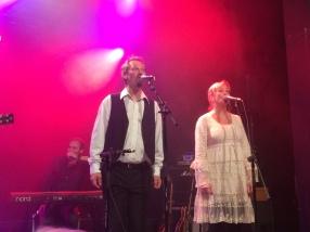 Magnus Fors och Ann-Charlotte Hedenskog på môra-Pers jubileumskonsert på Ritz i Arvika 1/11 2014. Foto: David Fryxelius.