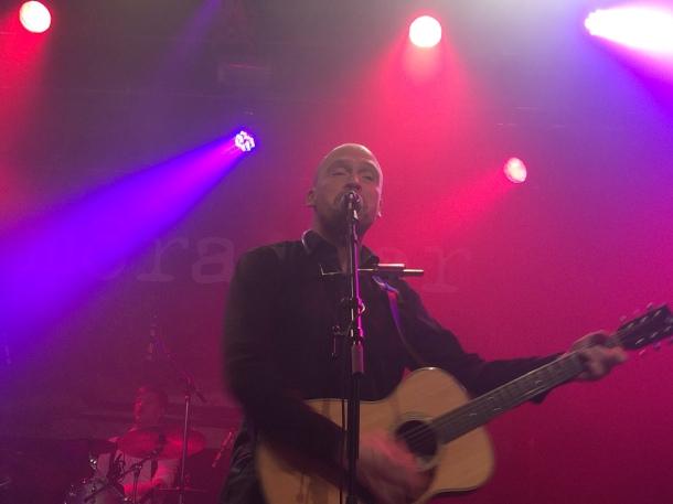 Pärra Eriksson på môra-Pers jubileumskonsert på Ritz i Arvika 1/11 2014. Foto: David Fryxelius.