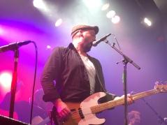 Hasse Eriksson på môra-Pers jubileumskonsert på Ritz i Arvika 1/11 2014. Foto: David Fryxelius.