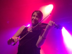 Maria Larsson på môra-Pers jubileumskonsert på Ritz i Arvika 1/11 2014. Foto: David Fryxelius.