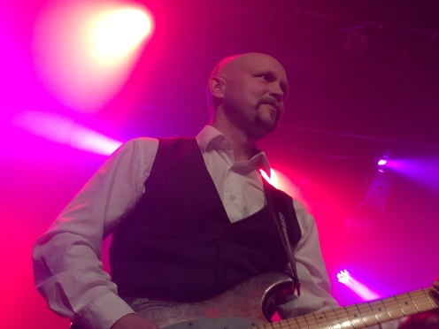 Andreas Johansson på môra-Pers jubileumskonsert på Ritz i Arvika 1/11 2014. Foto: David Fryxelius.