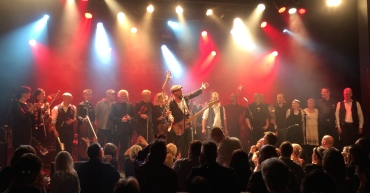 Alla medverkande på môra-Pers jubileumskonsert på Ritz i Arvika 1/11 2014. Foto: David Fryxelius.