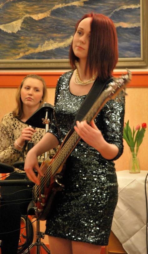 Jesscia Gajdos, slagverk och Magdalena Åhlin, elbas. Foto: David Fryxelius.