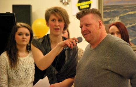 Anna Andersson Vass intervjuar Fredrick Berntsson, DJ och ägare av eget skivbolag. Foto: David Fryxelius.