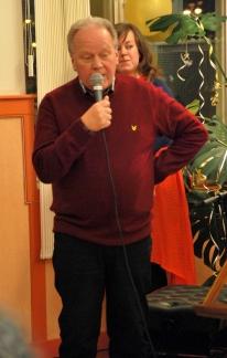 Solbergagymnasiets rektor håller tal. Foto: David Fryxelius.