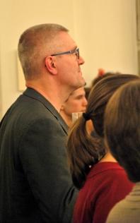 Nisse Liljedahl, elbaslärare, lyssnade på musiken. Foto: David Fryxelius.