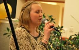 Jessica Gajdos framför sin låt. Foto: David Fryxelius.