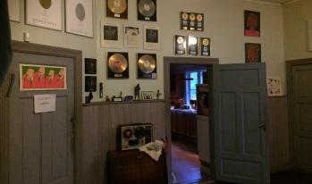 Silence Studio är fylld av historia från dess 40-åriga historia. Här ses några utmärkelser. Foto: David Fryxelius.