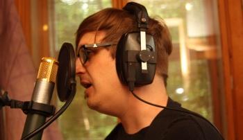 Markus Hedelin i Rasputin lägger sång i Silence Studio. Foto: David Fryxelius.