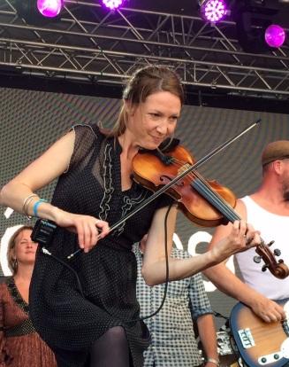 Maria Larsson i môra-per på Arvika Hamnfest 2015. Foto: David Fryxelius.
