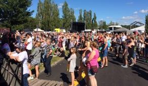 Publik på môra-per på Arvika Hamnfest 2015. Foto: David Fryxelius.