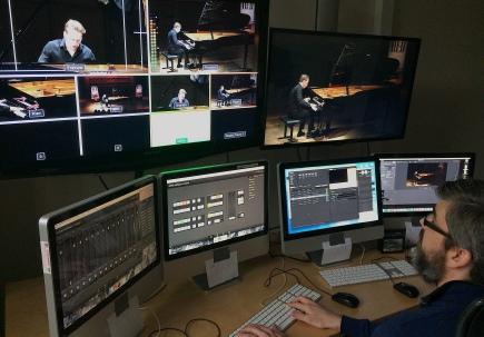 Håke sköter livestreamen på Nordic Piano Competition 2017. Foto: David Fryxelius.