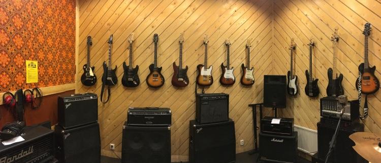Det finns alla möjliga instrument att låna på Ställwerket för den som vill komma och prova! Foto: David Fryxelius.