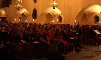 Det var fullsatt på musikesteternas julkonsert 2017. 600 personer trängdes i Trefaldighetskyrkan. Foto: David Fryxelius.