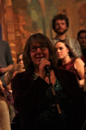 Elisabeth Buréus presenterade musikesteternas julkonsert 2017. Foto: David Fryxelius.