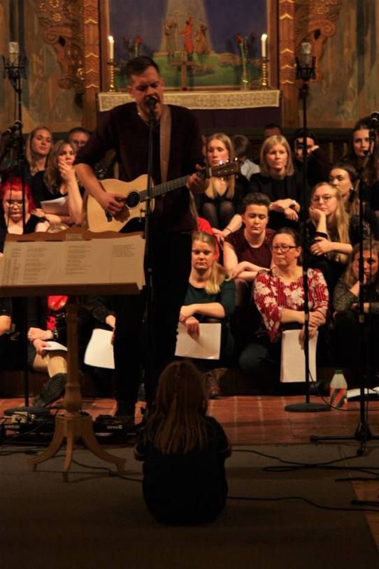 Marcus Erkenfjord spelade på musikesteternas julkonsert 2017. Foto: David Fryxelius.
