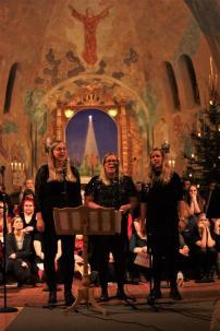 Helena Johannesson, Karolina Cederberg och Josefine Press sjöng på musikesteternas julkonsert 2017. Foto: David Fryxelius.