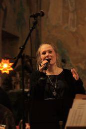 Marie Nilsson, i Kalle Groth band, sjöng på musikesteternas julkonsert 2017. Foto: David Fryxelius.