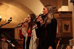 Hanna, Amanda, Jannike och Jasmine sjöng på musikesteternas julkonsert 2017. Foto: David Fryxelius.