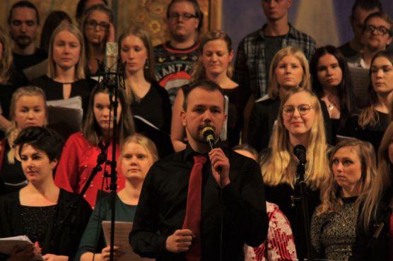 Johannes Axelsson sjöng på musikesteternas julkonsert 2017. Foto: David Fryxelius.
