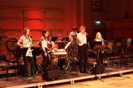 """""""Fast Ramen"""" på Musikskolans konsert på Musikhögskolan Ingesund vt18. Foto: David Fryxelius."""