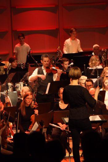 Solist Fredrik Lundberg på Musikskolans konsert på Musikhögskolan Ingesund vt18. Foto: David Fryxelius.