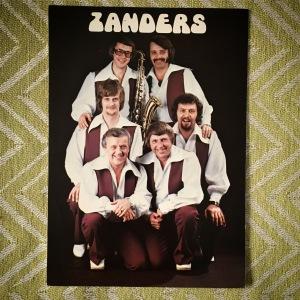 Vykort med dansbandet Zanders från Arvika. Foto: David Fryxelius.