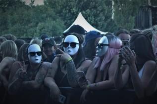 Publik vid LBSBs konsert på Arvika Hamnfest 2018. Foto: David Fryxelius.