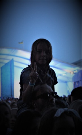 Gott om publik på hamnfesten. Stora som små. Foto: David Fryxelius.