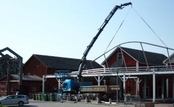 Liveside bygger VIP-tält för Arvika Hamnfest. Foto: David Fryxelius.