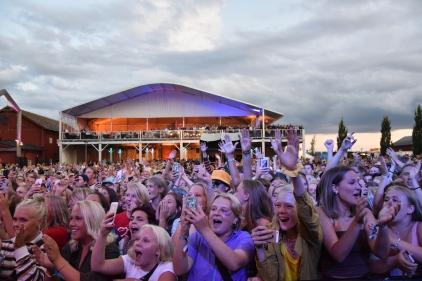 Publik på Veronica Maggios konsert på Arvika Hamnfest 2019. Foto: David Fryxelius.