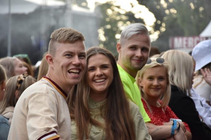 Publik på Molly Sandéns konsert på Arvika Hamnfest 2019. Foto: David Fryxelius.