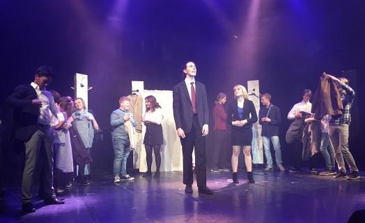 Jacob Ehlers och Ellen Väisänen i Legally Blonde. Foto: David Fryxelius.