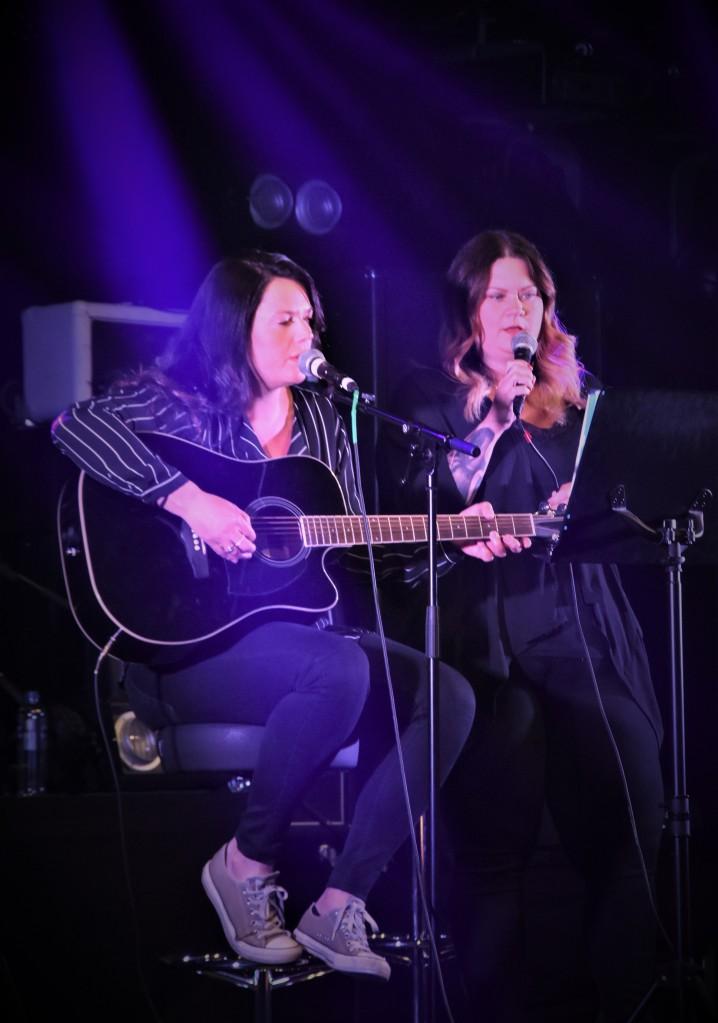 Petra & Sara på Music against Covid-19 del 2 på Ritz. Foto: David Fryxelius.
