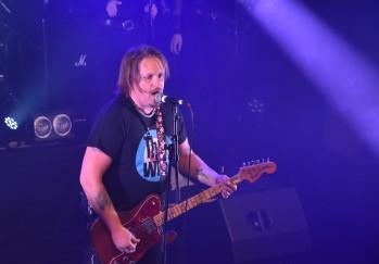 Alex Haglund i By Lightning vid spelning på Music against Covid-19 del 2 på Ritz. Foto: David Fryxelius.